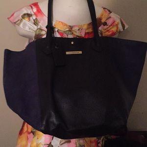 Liz Claiborne Bags - Liz Claiborne huge tote/Handbag